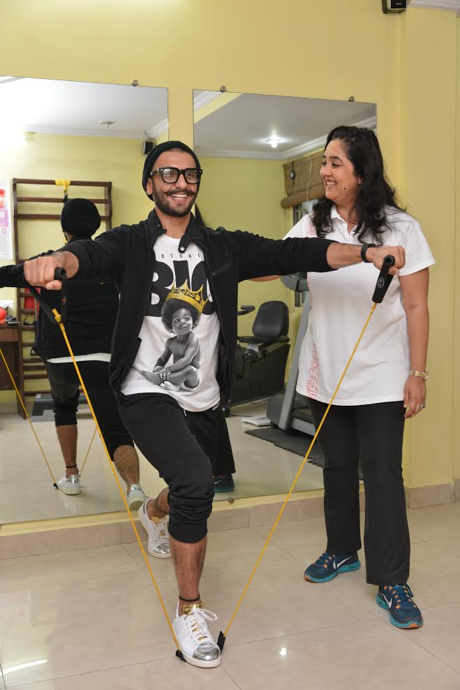 Ranveer Singh with Dr Anjana Laungani at PhysioRehab: Dr Anjana first worked with Ranveer Singh when he had suffered a back injury during the shoot of 'Lootera'. Thereafter PhysioRehab once again came to his help when he shattered his right shoulder while doing a stunt for 'Bajirao Mastani'. PhysioRehab helped him come back to fitness and perform all his action shots for the film.